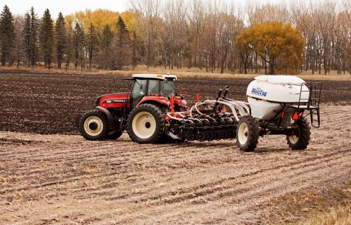 6-Ton Montag system behind an 8-row Kuhn Krause Gladiator